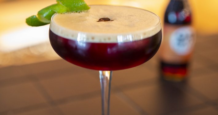 Auch Cocktails können mit kalt gebrühtem Kaffee verfeinert werden