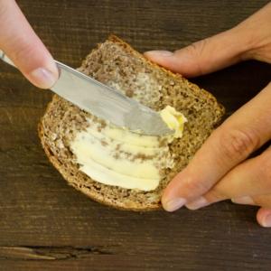 Mehr als 50 Kilo Brot und gut fünf Kilo Butter werden in Österreich pro Kopf und Jahr gegessen – und das besonders gerne in Kombination.