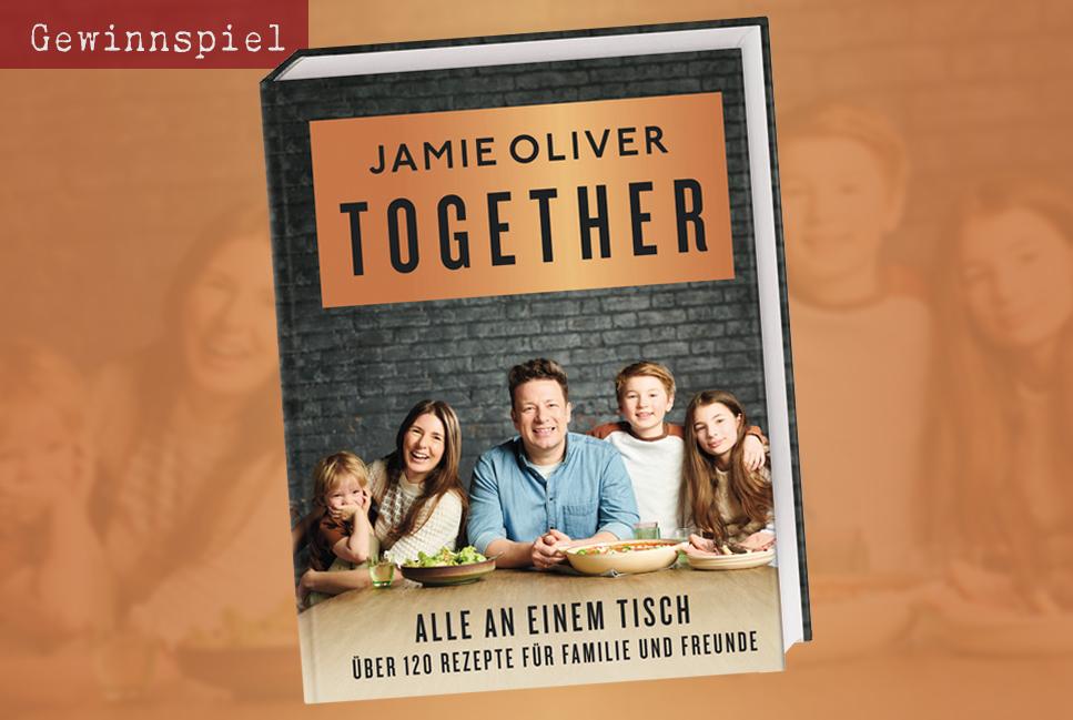 """In """"Together – Alle an einem Tisch"""" präsentiert der Starkoch mehr als 120 spannende und unkomplizierte Rezepte."""